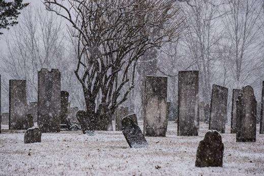 snow-cemetery2