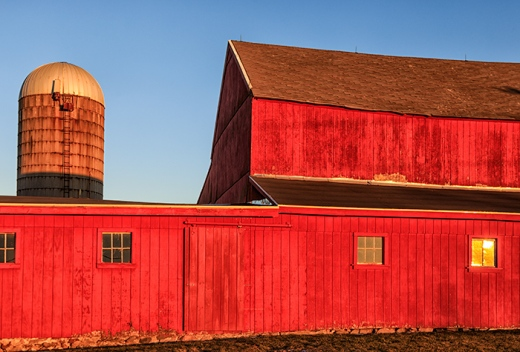red-barn-on-new-years